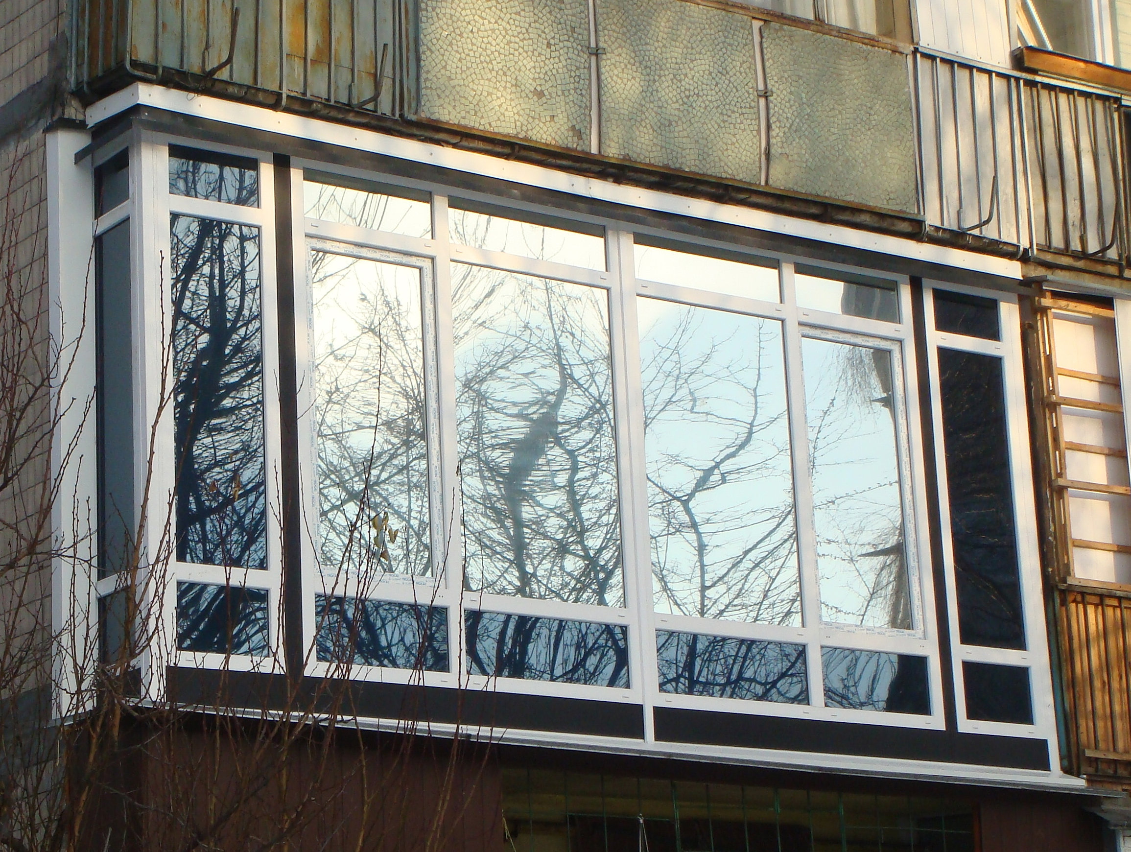 Дизайн застекленных французских балконов фото.