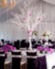 Reception tree centerpiece & florals by Visual Impact Design | Carmen Salazar Photography