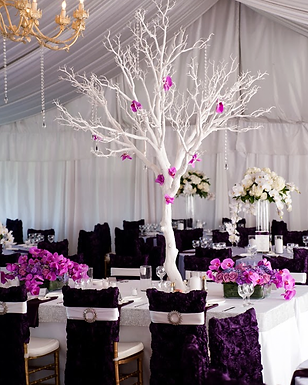Reception tree centerpiece & florals by Visual Impact Design | Carmen Salazar Photography