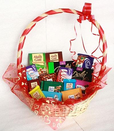 Что положить в подарок из конфет 606