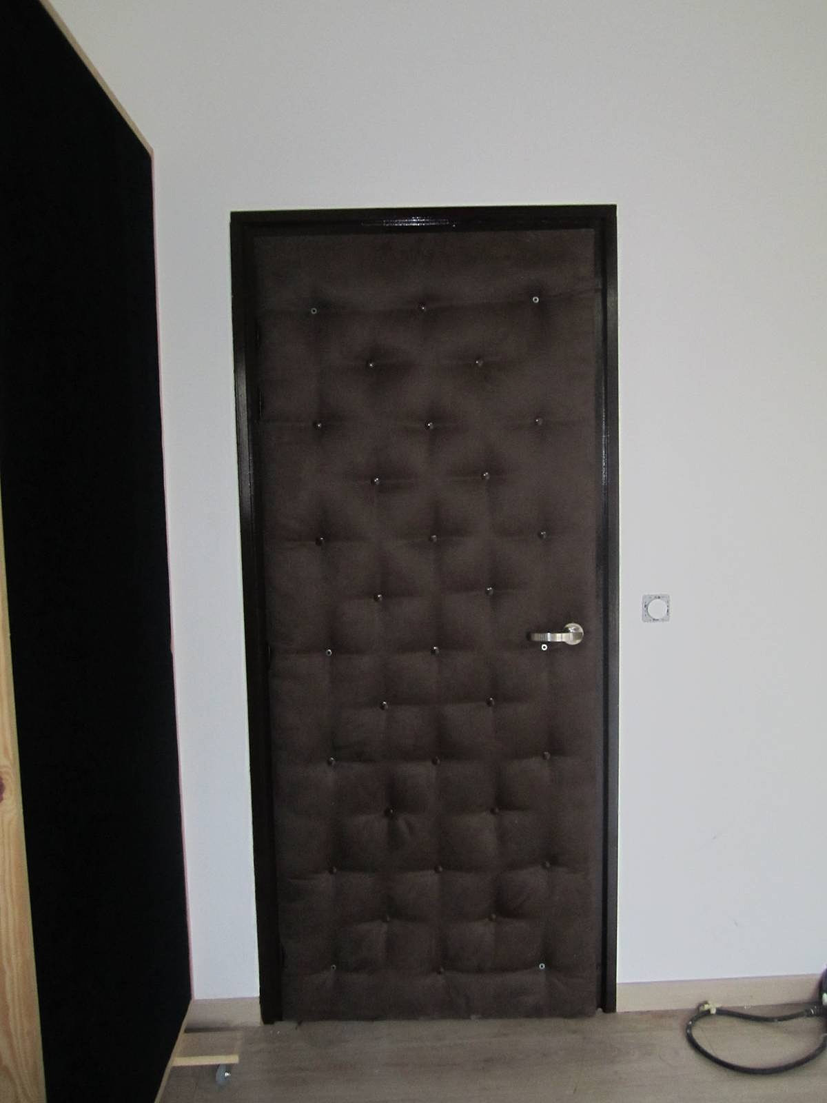 Donna design houppa d co mur capitonn cabine dj marseille paca port - Isolation acoustique porte ...