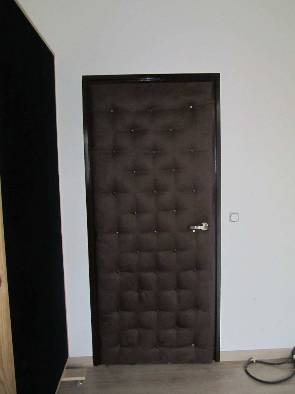 donna design d co mur capitonn houppa cabine dj marseille. Black Bedroom Furniture Sets. Home Design Ideas