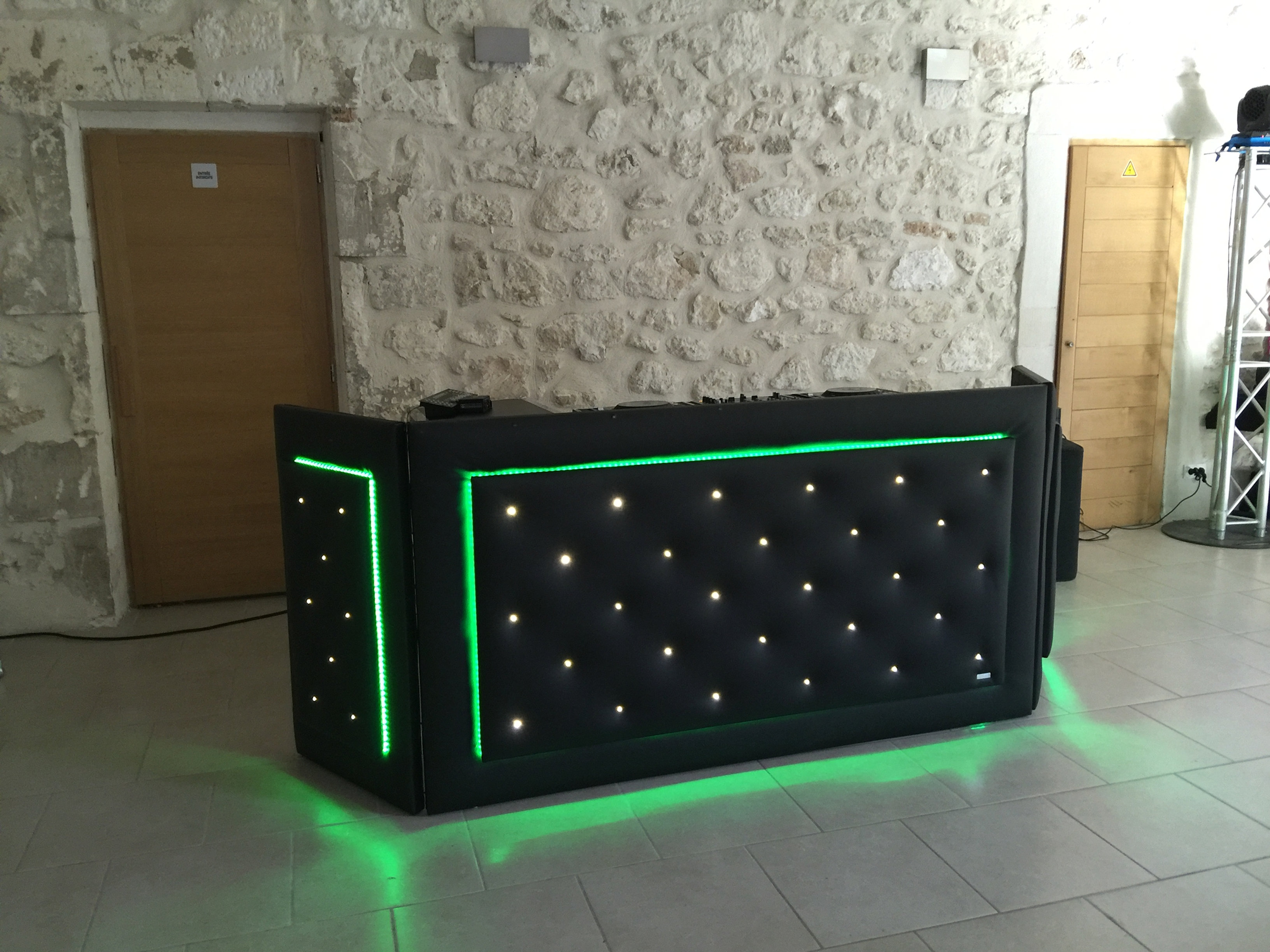 cabine dj capitonné led - location dalles leds marseille - Meuble Dj Design