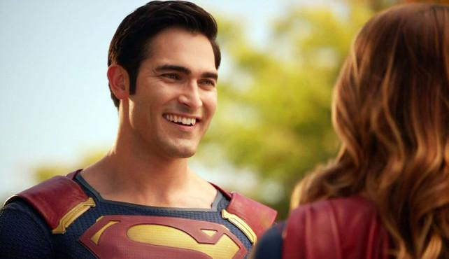Resultado de imagem para Tyler Hoechlin superman smiling