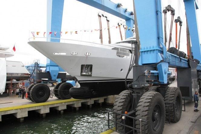 Benetti-Delfino-93-motor-yacht-AZUL.jpg