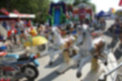 Vi har flere aktiviteter for barn under Scandic Norsk Derby på Øvrevoll Galopp. Tivoli, ponniridning, klovner, ballonger m.m