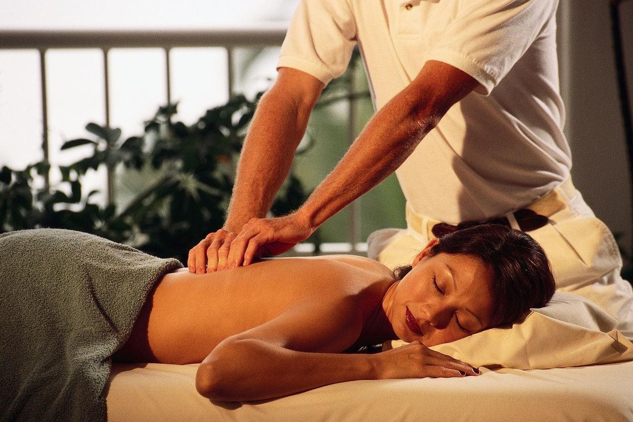 Как сделать своему мужчине массаж простаты приятно