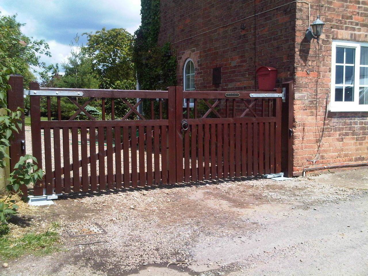 Electric gates traffic barriers road blockers