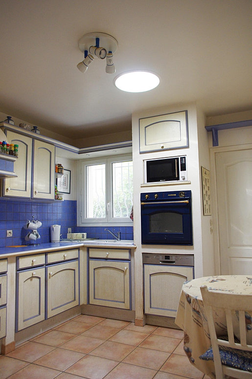 reflex 39 eco fournit et pose des conduits de lumi re sur le 17. Black Bedroom Furniture Sets. Home Design Ideas