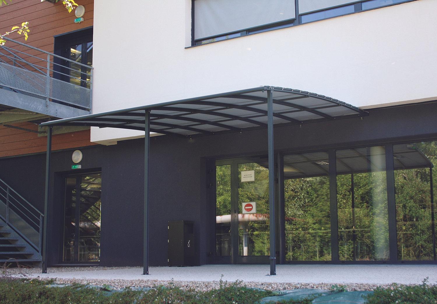 Pergola murale ou adoss e fix e au mur et au sol avec pieds for Comabri terrasse alu polycarbonate