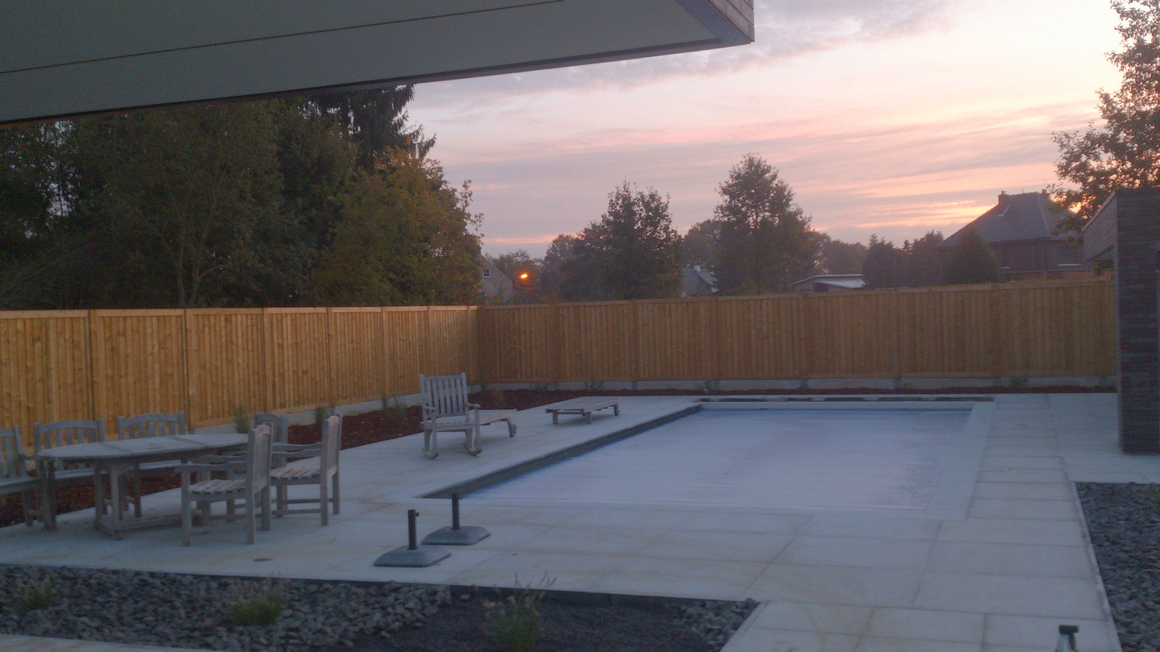Bestrating afsluiting overkapping tremelo de wolf herreman bvba terras rond zwembad in - Deco terras zwembad ...