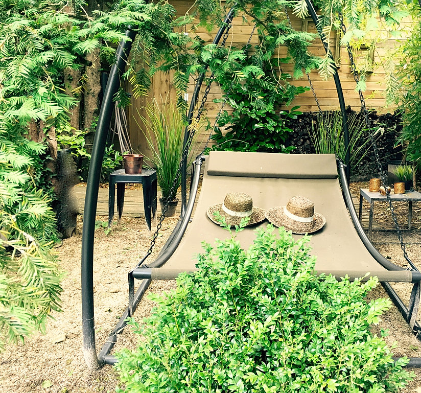 suite boudoir i suite lodge coquine jacuzzi terrasse jardin prives. Black Bedroom Furniture Sets. Home Design Ideas