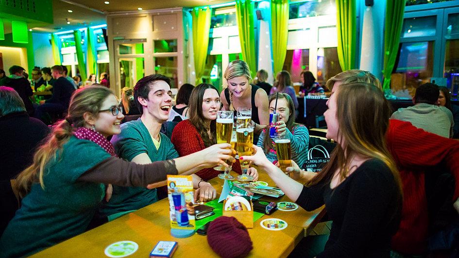 Wohnzimmer bar coburg w rzburg wohnzimmer wuerzburg for Wohnzimmer coburg