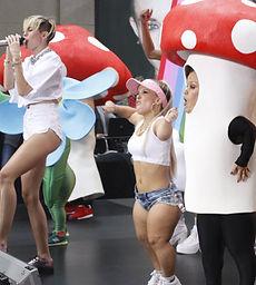 Miley Cyrus Little People Terra