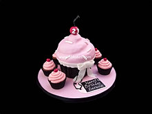 Giant Pink and Black Cupcake cake with cupcakes bbkakes