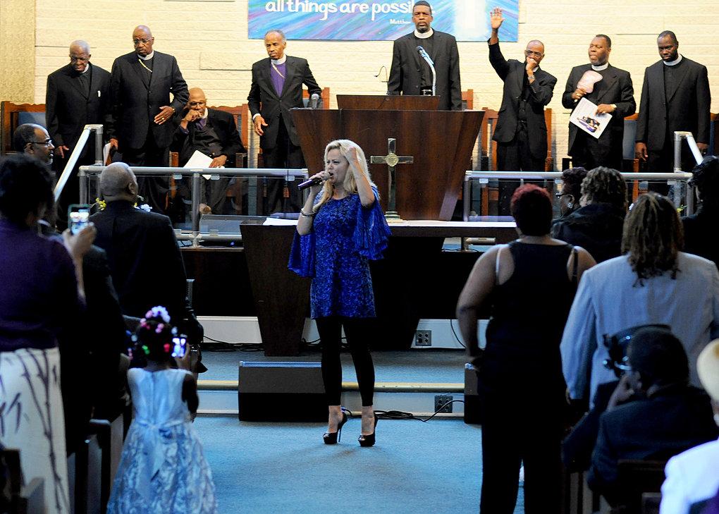 Vicki Yohe Ministering