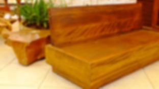 Sofá em madeira de demoliçã Rústica