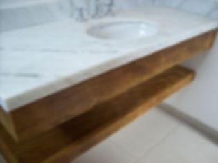Lavabo confeccionado em Peroba Rosa de Demolição
