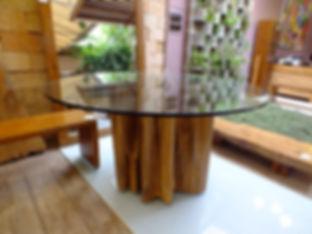 Mesa com Base Guarantã e Tampo de Vidro Redondo