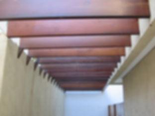 Pergolado em madeira maciça