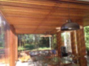 Área interna - Pergolado em madeira maciça