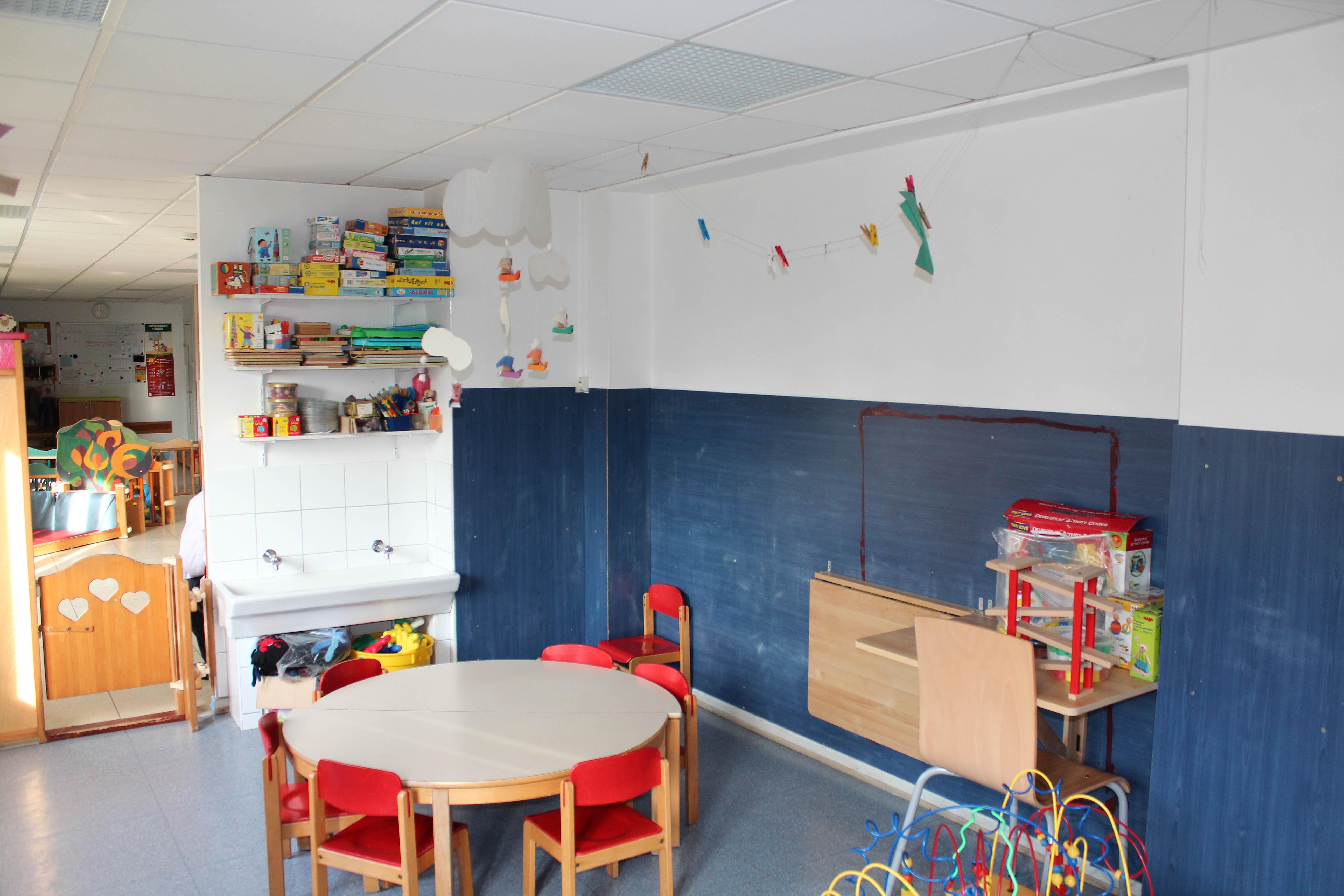 cr che parentale la chenille strasbourg meinau salle de jeux coin peinture. Black Bedroom Furniture Sets. Home Design Ideas