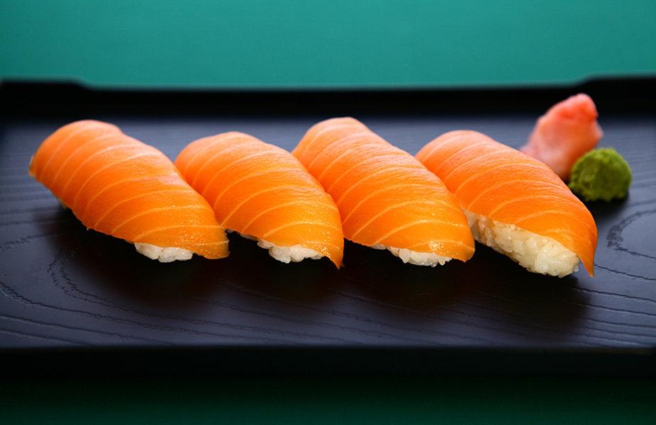 how to cut salmon for sushi nigiri