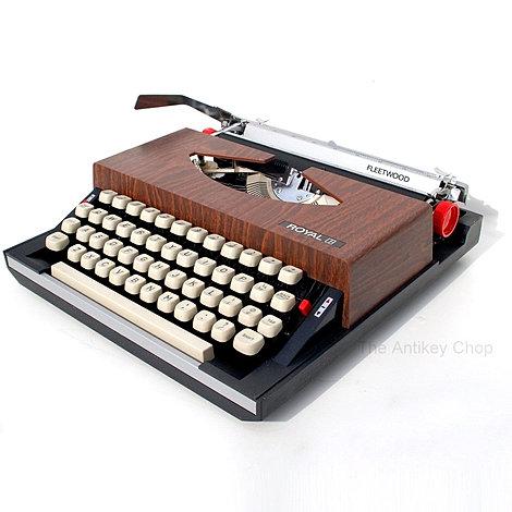 Royal Fleetwood Portable Typewriter