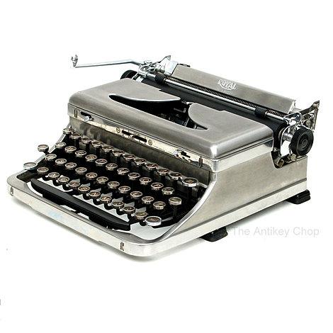 Royal de Luxe Portable Typewriter