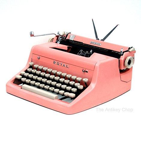 Roya Quiet de Luxe Typewriter