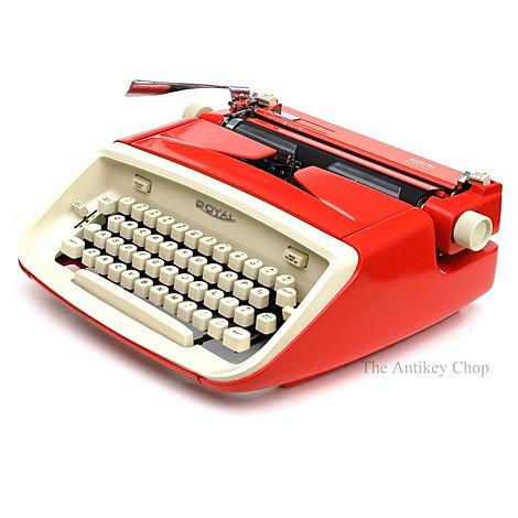 Royal Safari Portable Typewriter