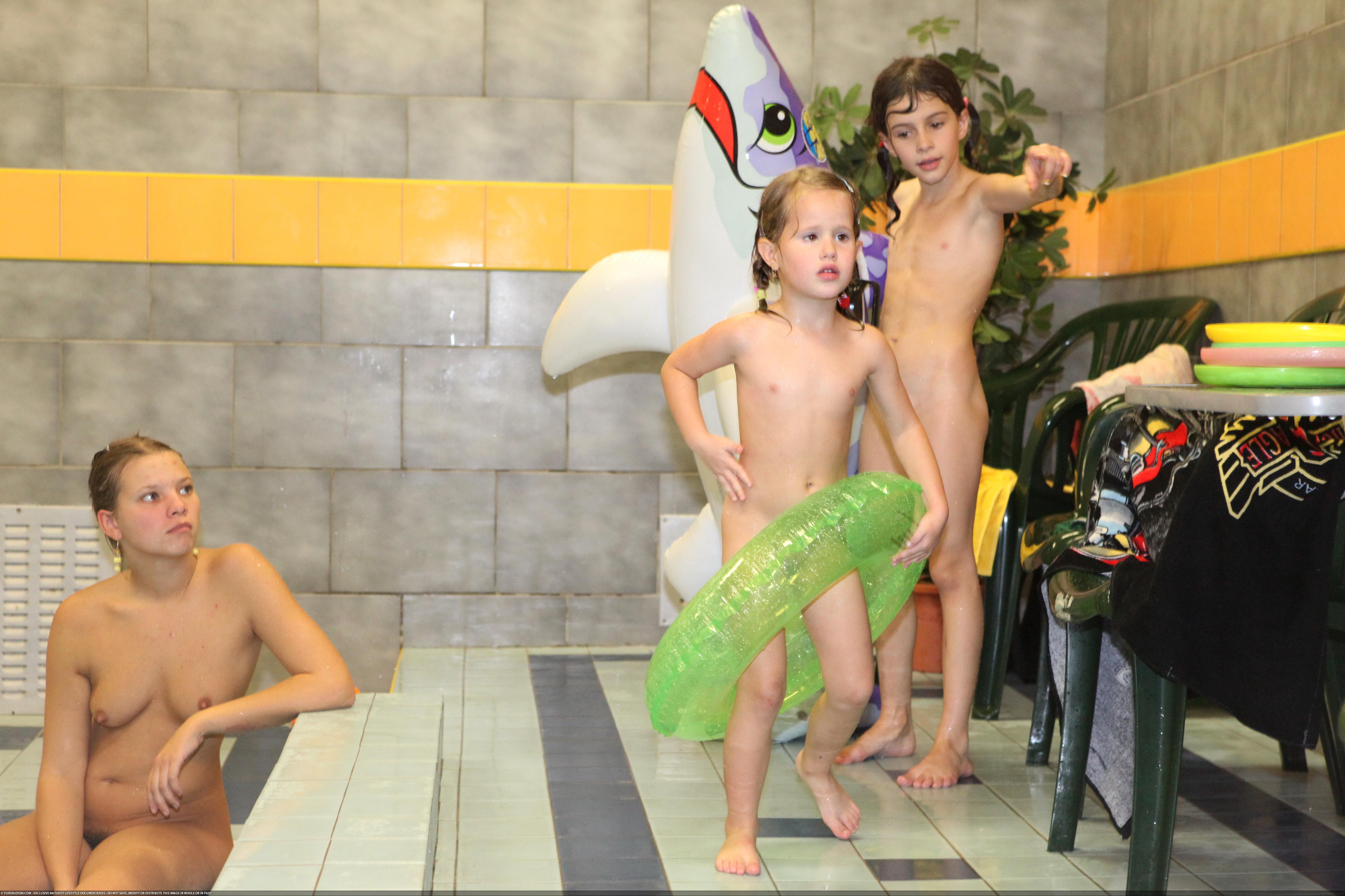 Семья нудистов фото  Фото нудистов на море