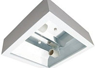 Plafon quadrado de sobrepor com refletor em alumínio sem difusor.  Modelo: YSS300Q Lâmpada fluor compacta 4p 2x 9/18/26w Modelo: YSS300E Lâmpada fluor compacta eletrônica E27 2x 13/15/20w    Medida: 270 x 270 Altura: 80
