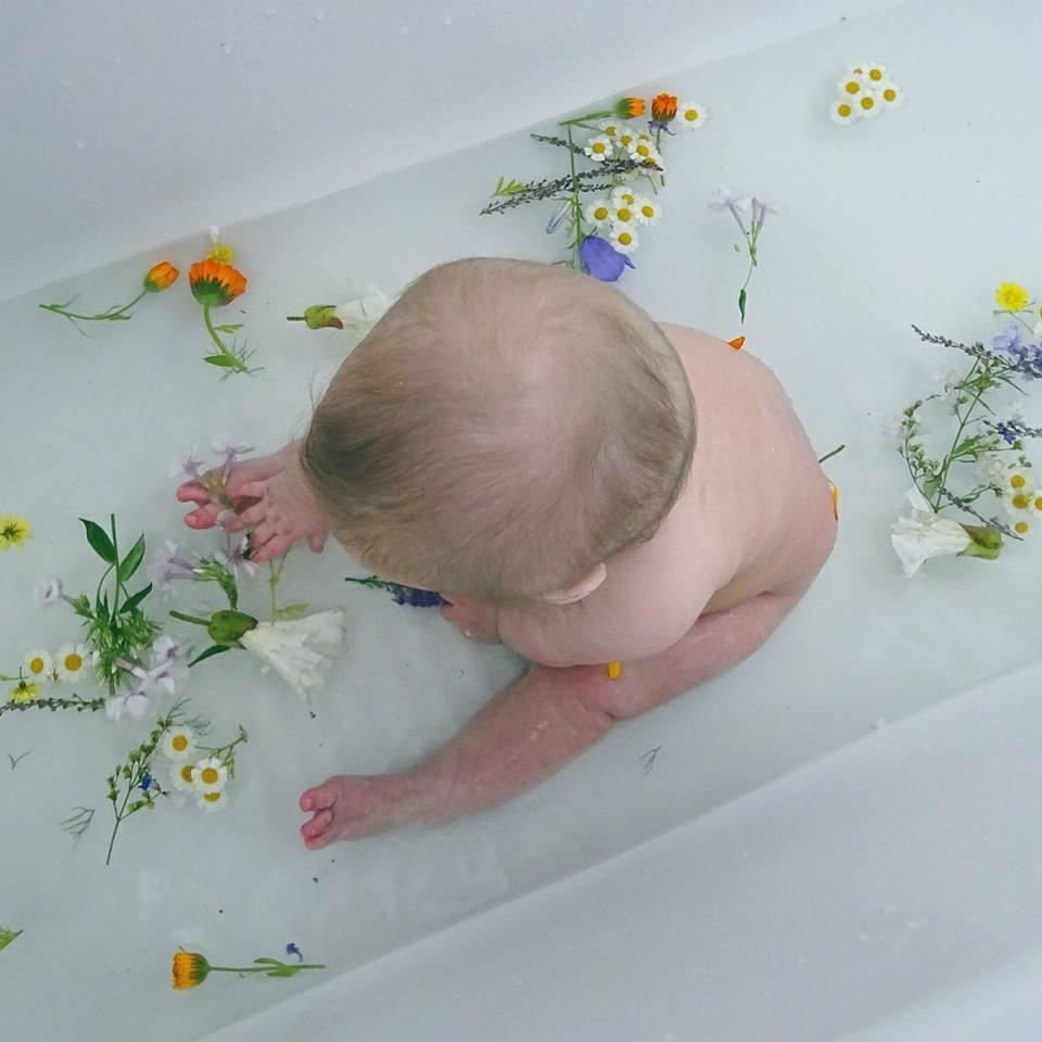 Sensory Bath 101 | Edinburgh Blogger | Edinburgh | Cailyns Mummy