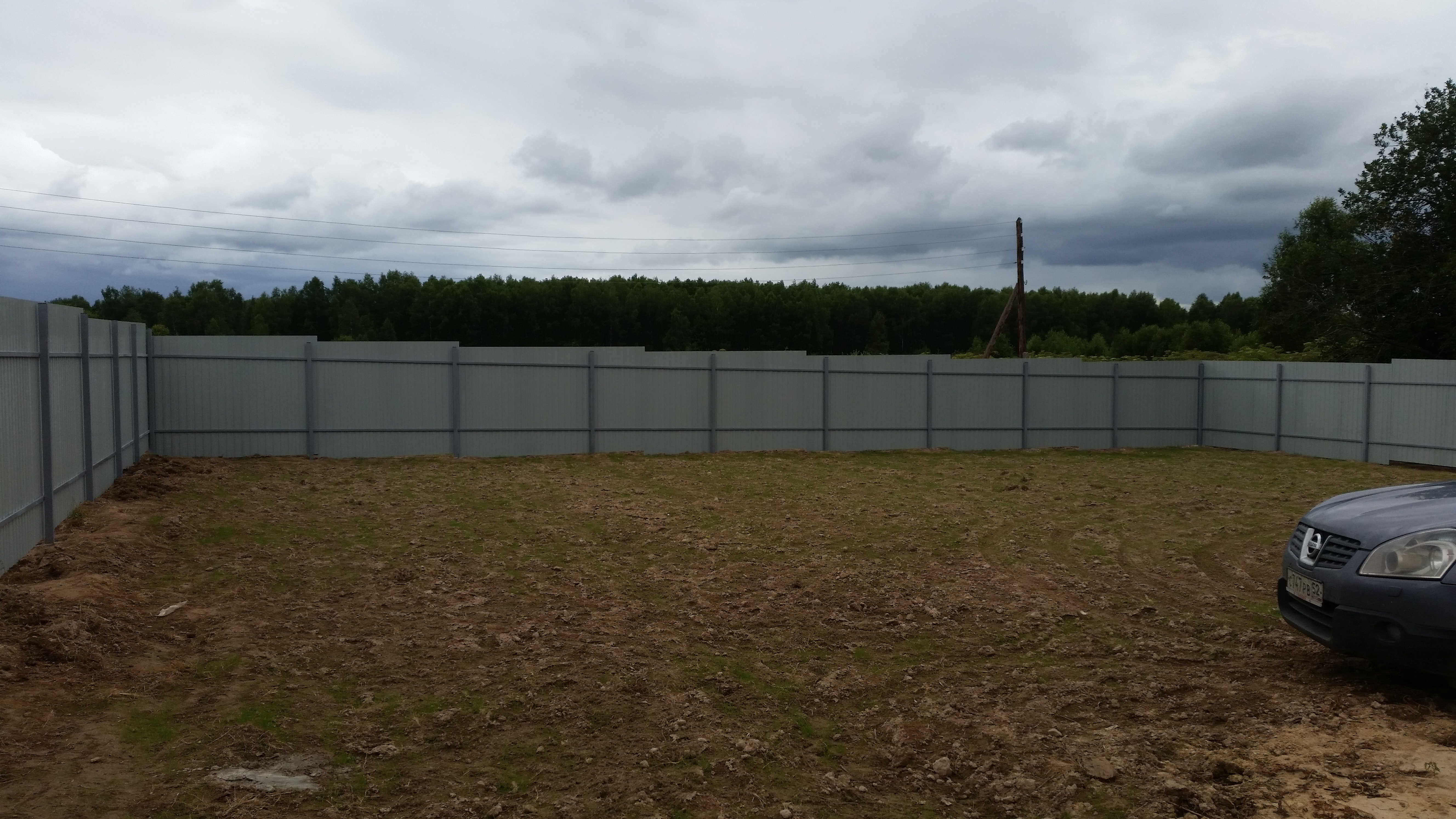 Забор из профнастила с уклоном своими руками фото