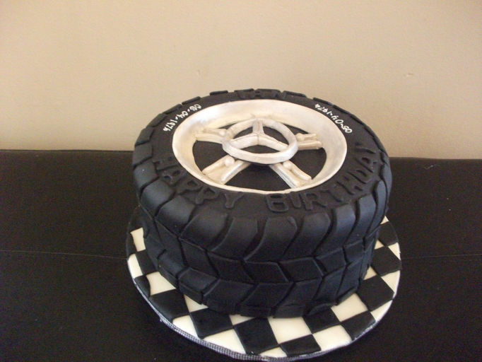 I luv cake custom cake company barrie ontario for Mercedes benz cake design
