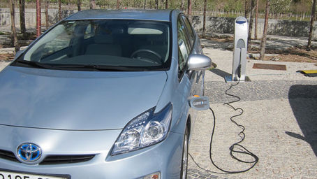 Los vehículos híbridos y eléctricos disparan sus ventas - Blog current news