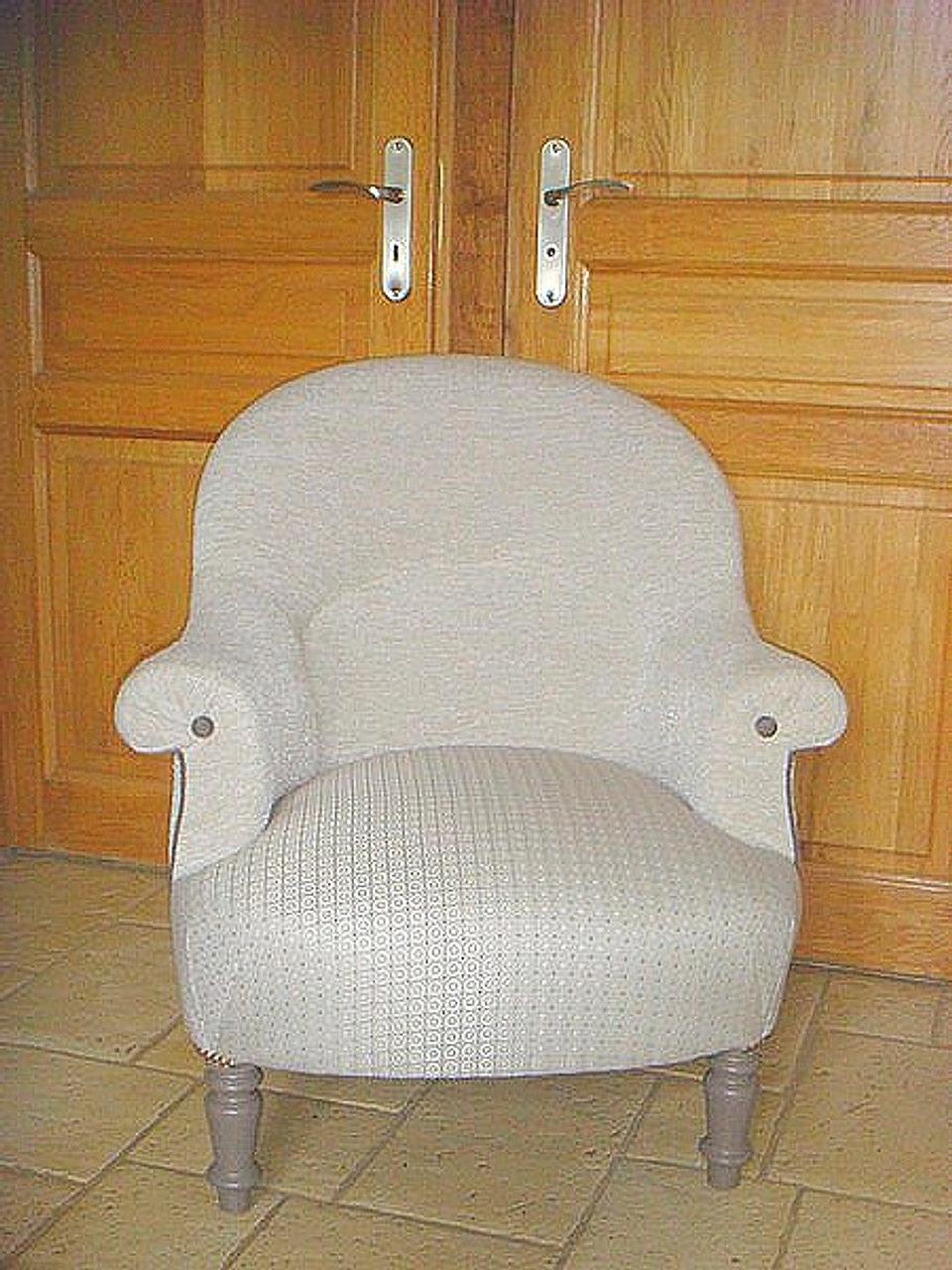 Tapissier d 39 ameublement caen tapissier d 39 ameublement paris - Tissu pour fauteuil crapaud ...