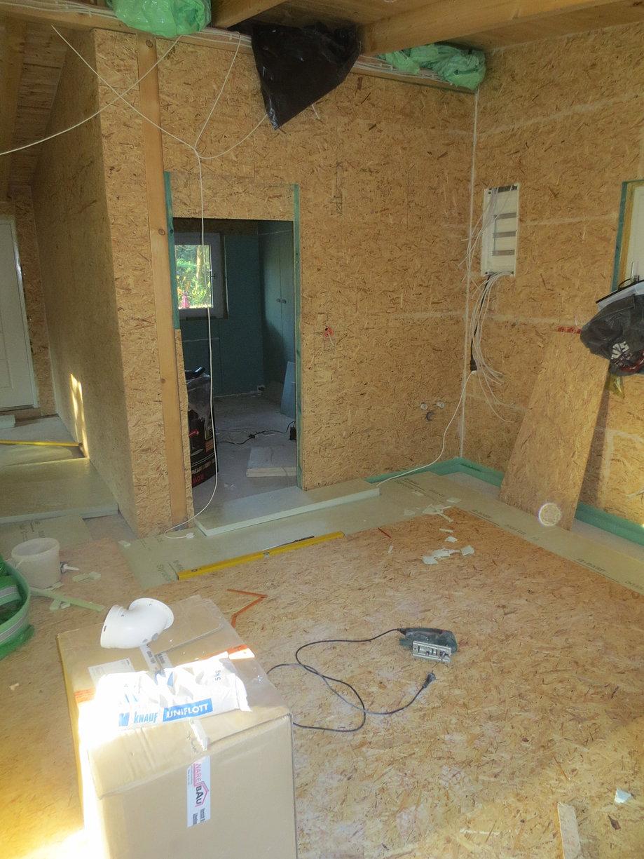home fu boden k che wohnraum laminat. Black Bedroom Furniture Sets. Home Design Ideas