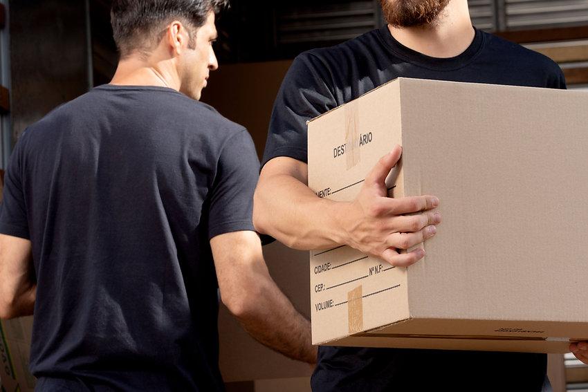 Porter une boîte