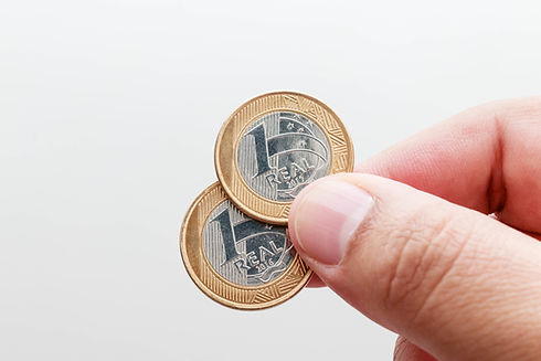 Segurando moedas