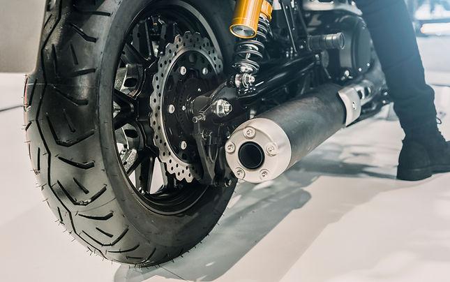Primer plano de la rueda de la motocicle