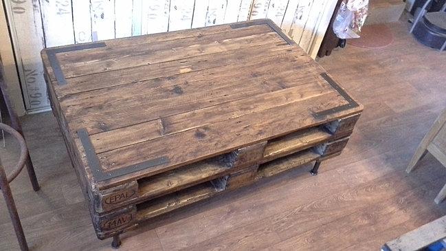 id2deco31 r alise des meubles en palette sur toulouse. Black Bedroom Furniture Sets. Home Design Ideas
