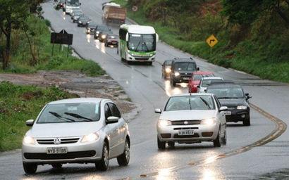Resultado de imagem para Justiça proíbe multa a quem dirigir com farol desligado em rodovias durante o di