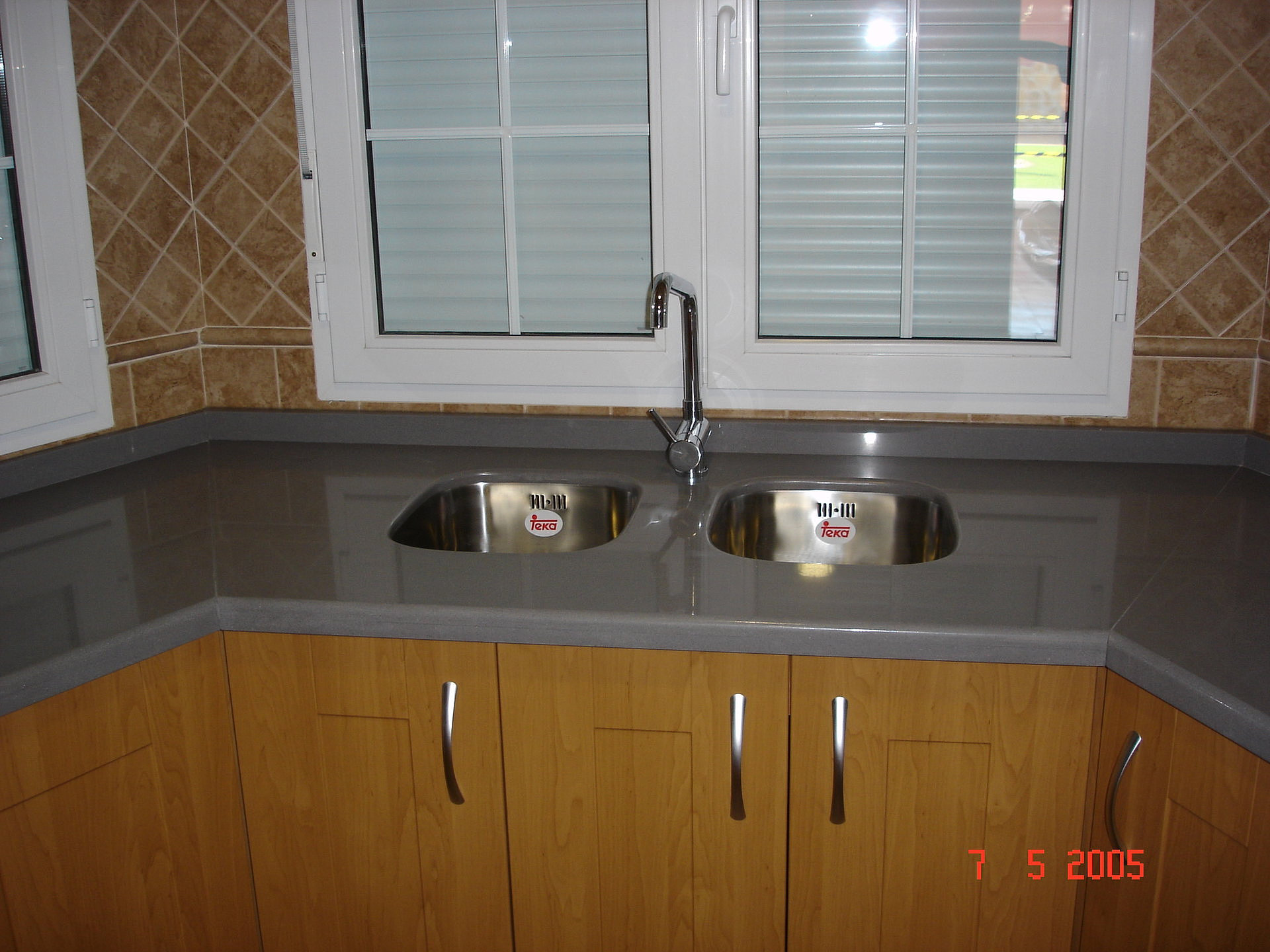 Construcciones toc n taller de m rmol jos cucharero for Encimera marmol gris