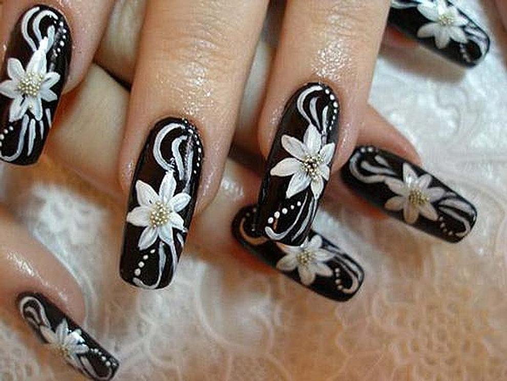 Черные цветы на ногтях