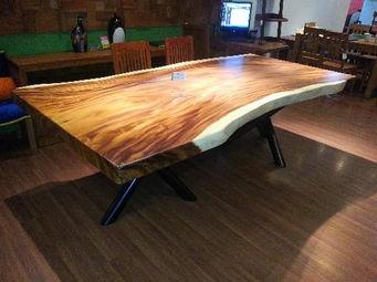 Muebles rsticos de madera imagenes importantes imagen for Mesas de troncos de madera