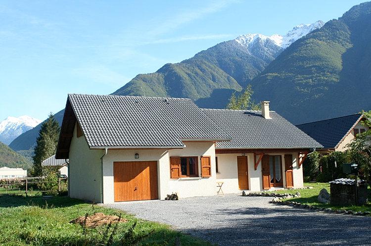 House- Grand Arc (left) Lauziere (r)