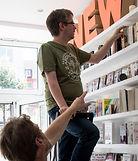 Buch_in_Bilk_Einräumen.jpg_edited.jpg