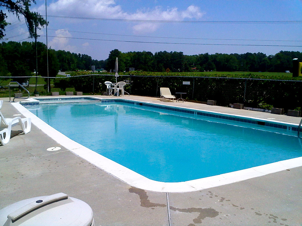 Hotel in nothern neck white stone whispering pines motel for Pool durchmesser 4 50
